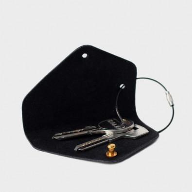 Кожаная ключница Embr с карабином (черная)